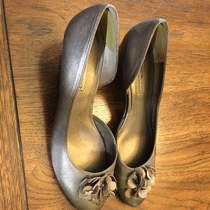 Shoes - Dress shoes-gold